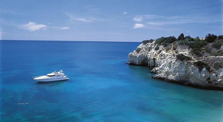 Yacht Cruise along Algarve's beach caves