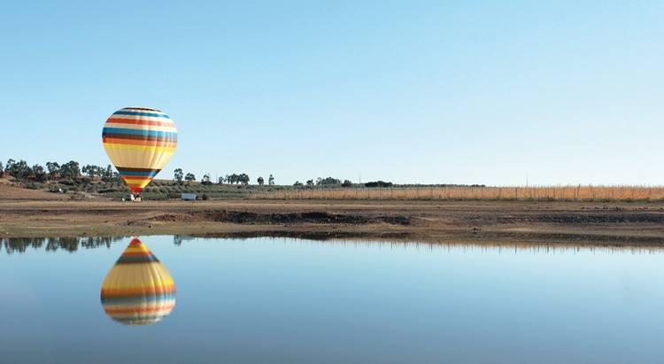 visit alqueva with a balloon ride in alentejo