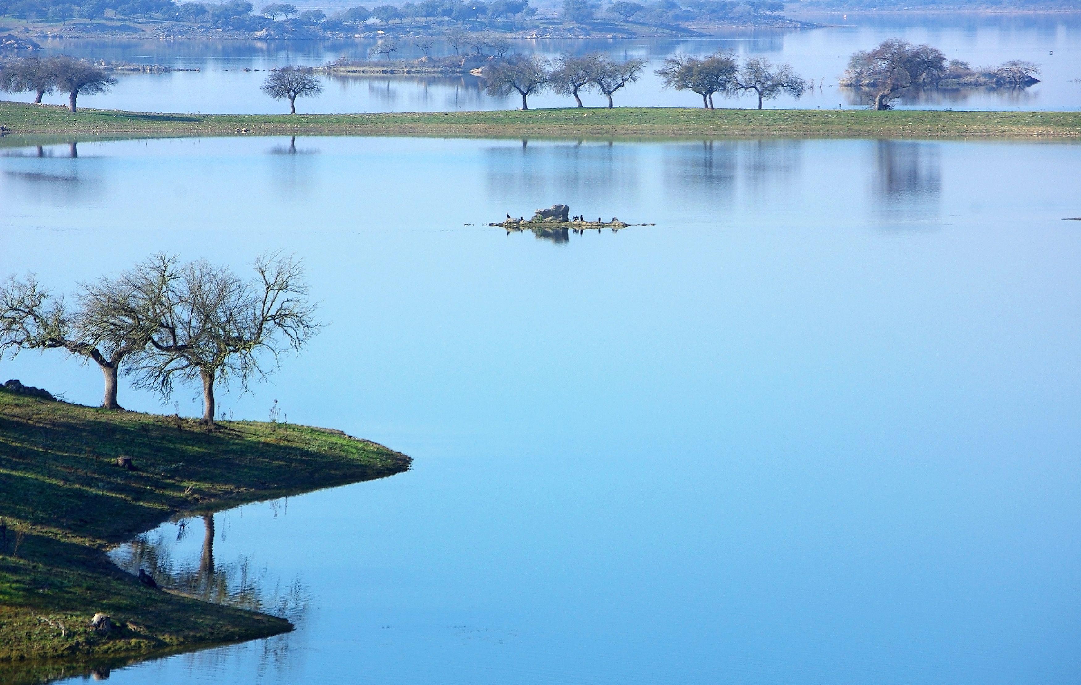 Alqueva-lake.jpg