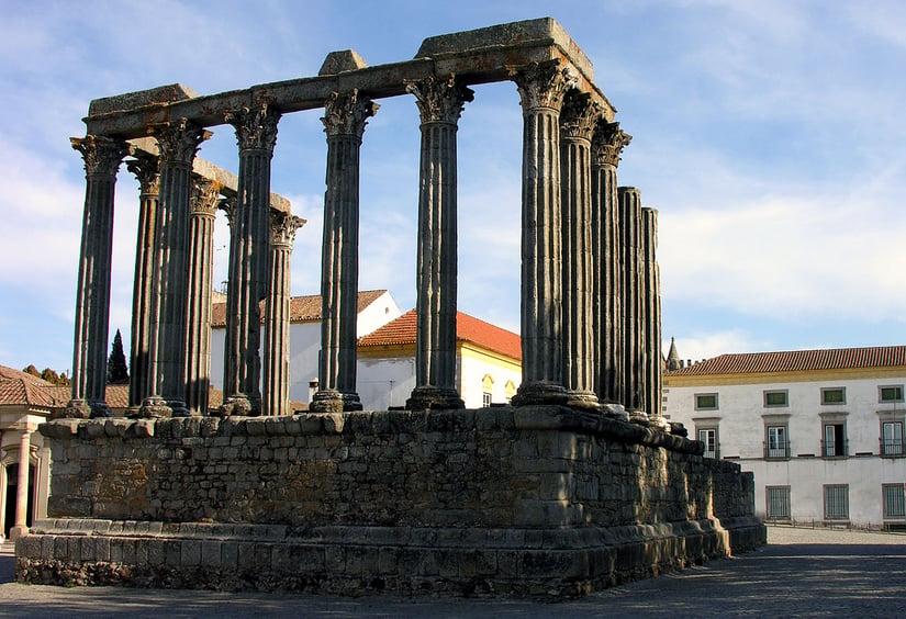 1280px-Roman_temple_Evora_Alentejo_Portugal, visit alentejo