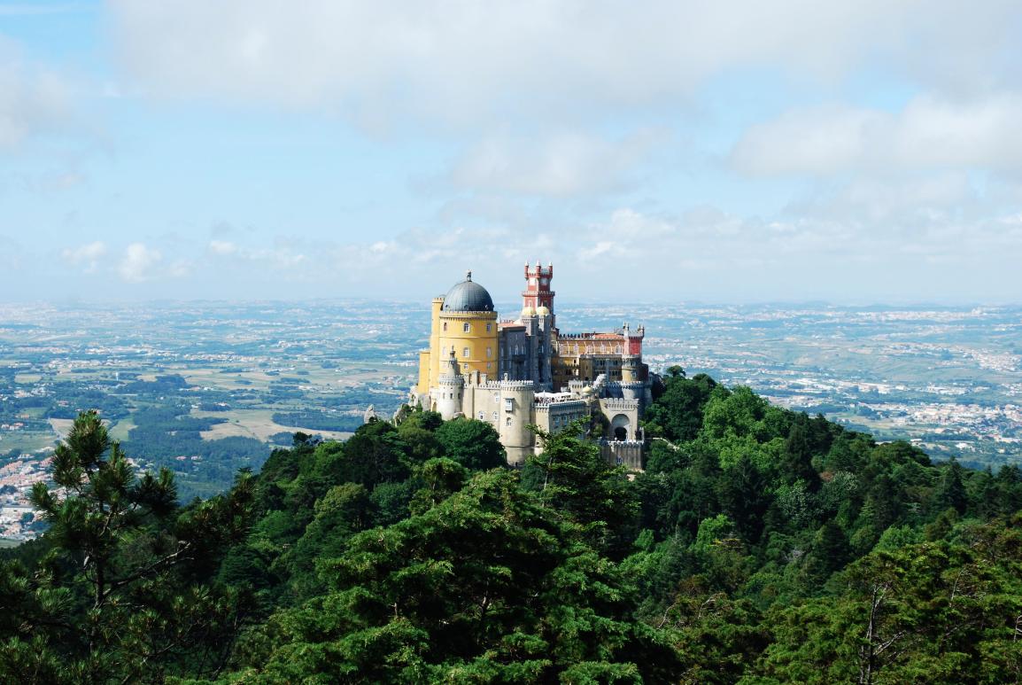 reasons to visit portugal, palácio da pena, portugal monuments