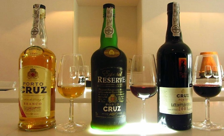 Facts About Portuguese Wine - Authenticy Seals and Labels