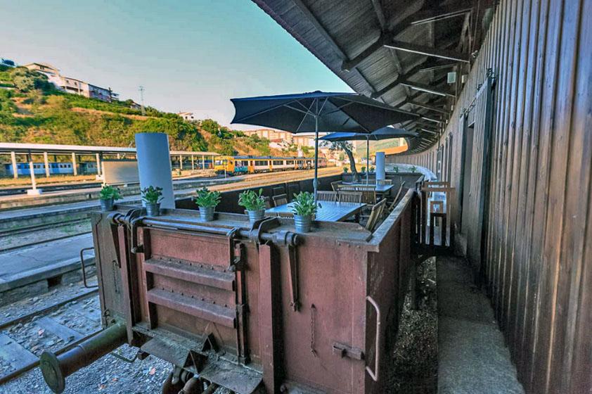 Castas e Pratos Restaurant - Old Railway Station