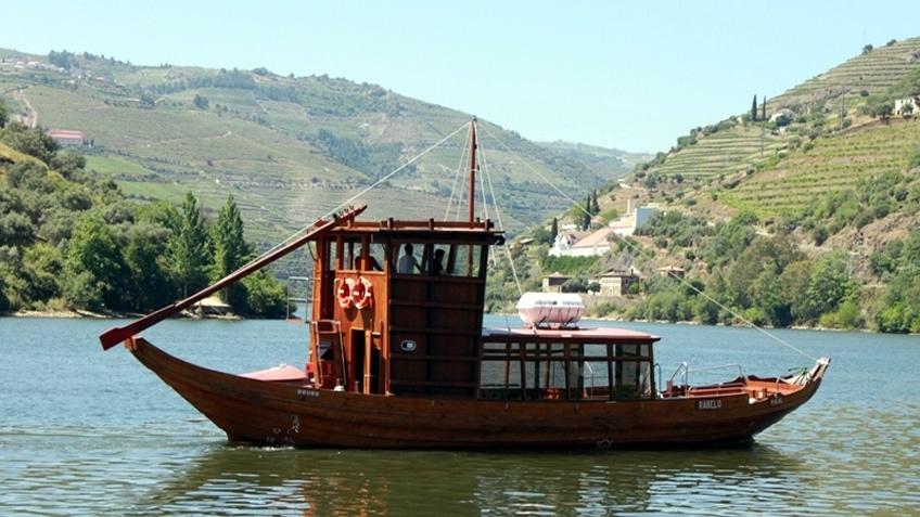 barcpvermelhoRabelo Boat Douro River Cruise
