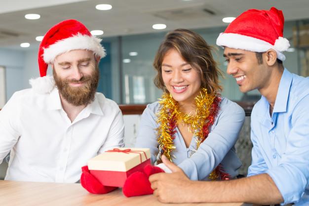 business-team-celebrating-christmas-office_1262-17231