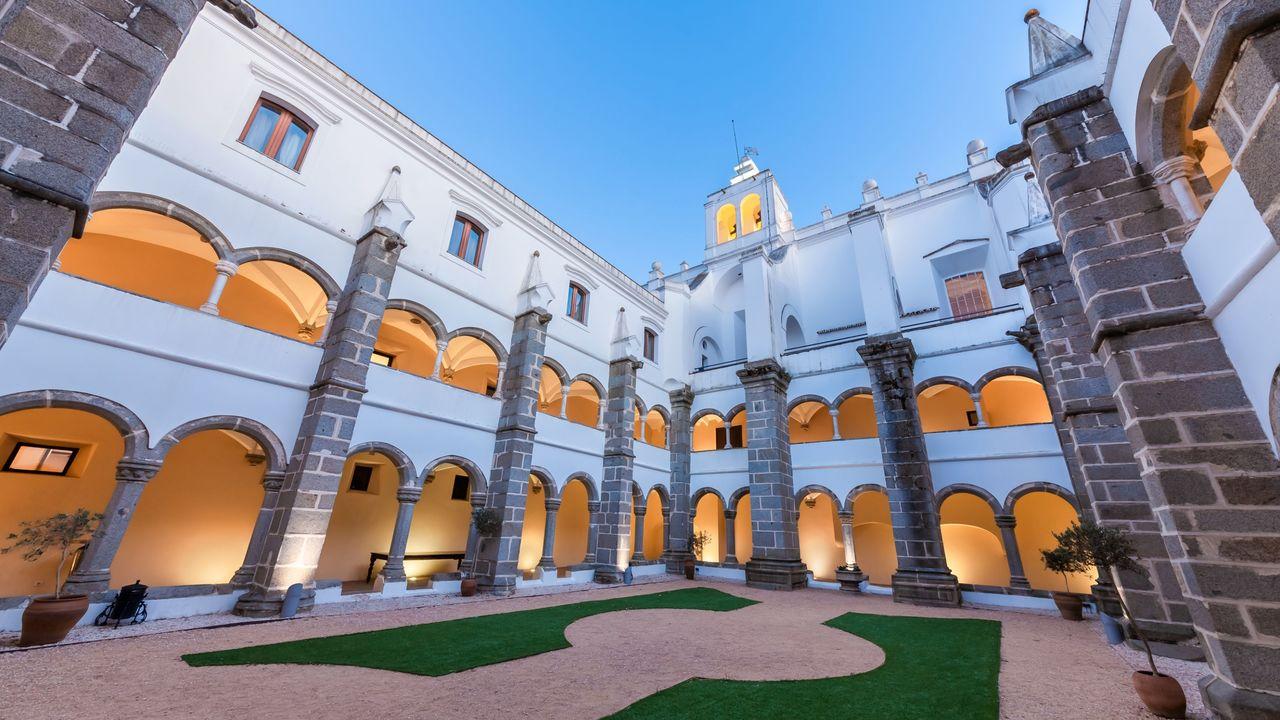 convento-do-espinheiro-hotel-amp-spa-hotelconvento-do-espinheiro_-small-portuguese-hotels-hotel-cloister