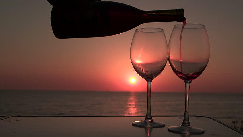 life-simple-pleasures-wine-beach-sunset-and-wine.jpg