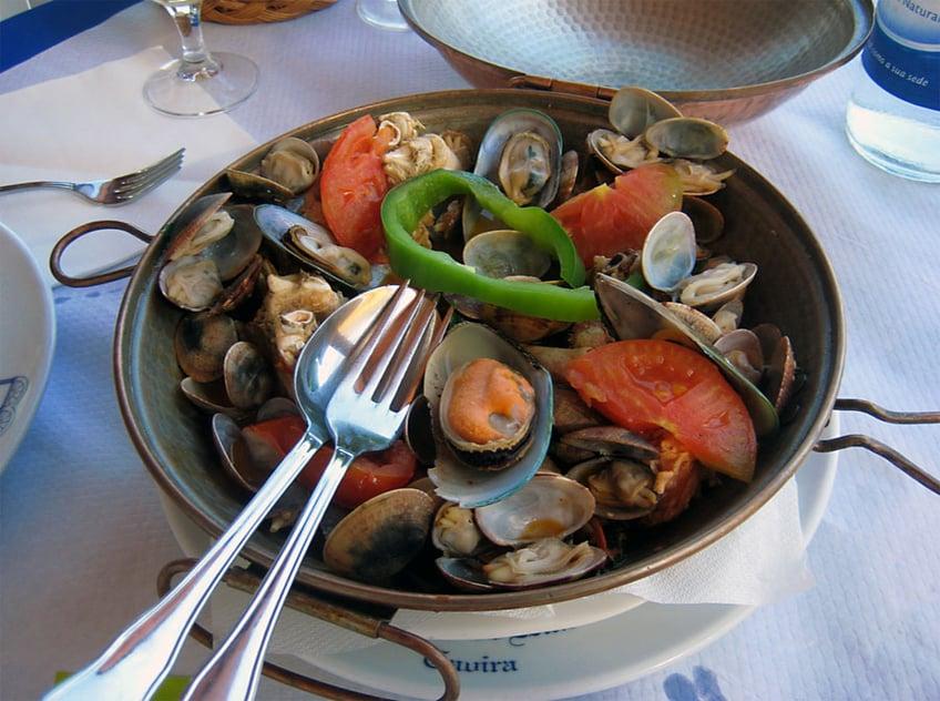 What to Eat in Portugal - Cataplana de Marisco
