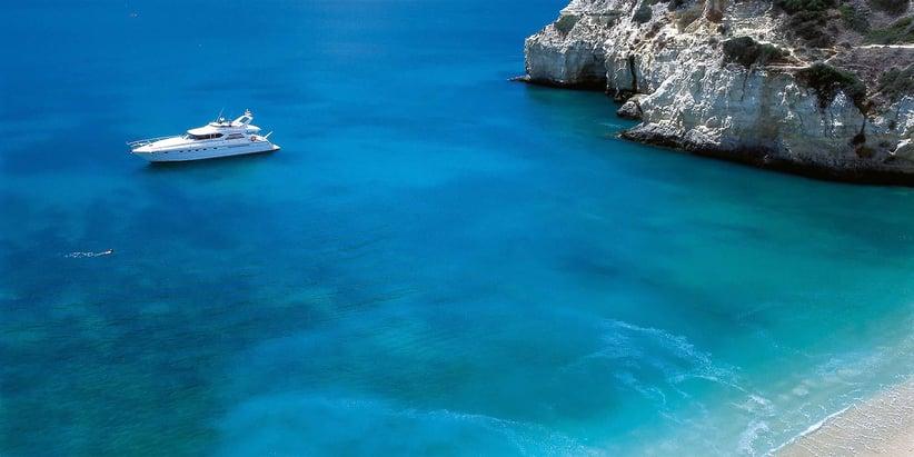 yacht_and_beach-1