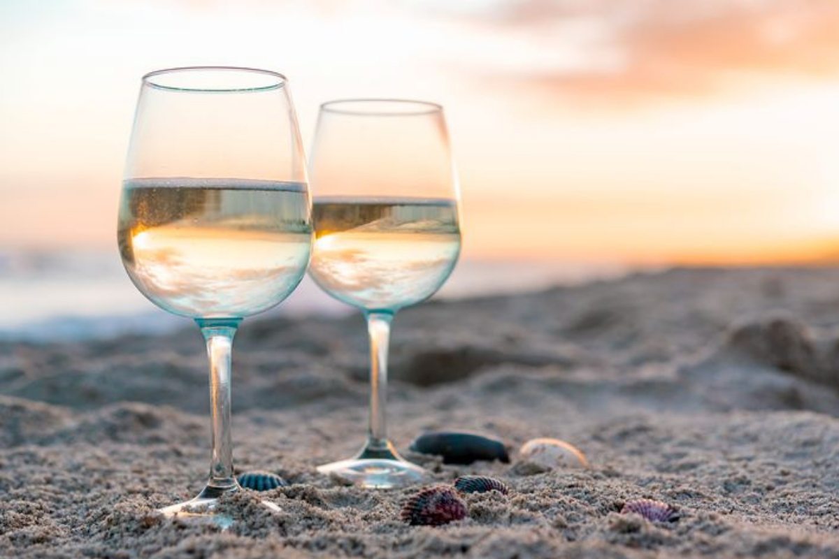 Summer Vacacation 2020: The Safest Beaches in Portugal for Wine Lovers